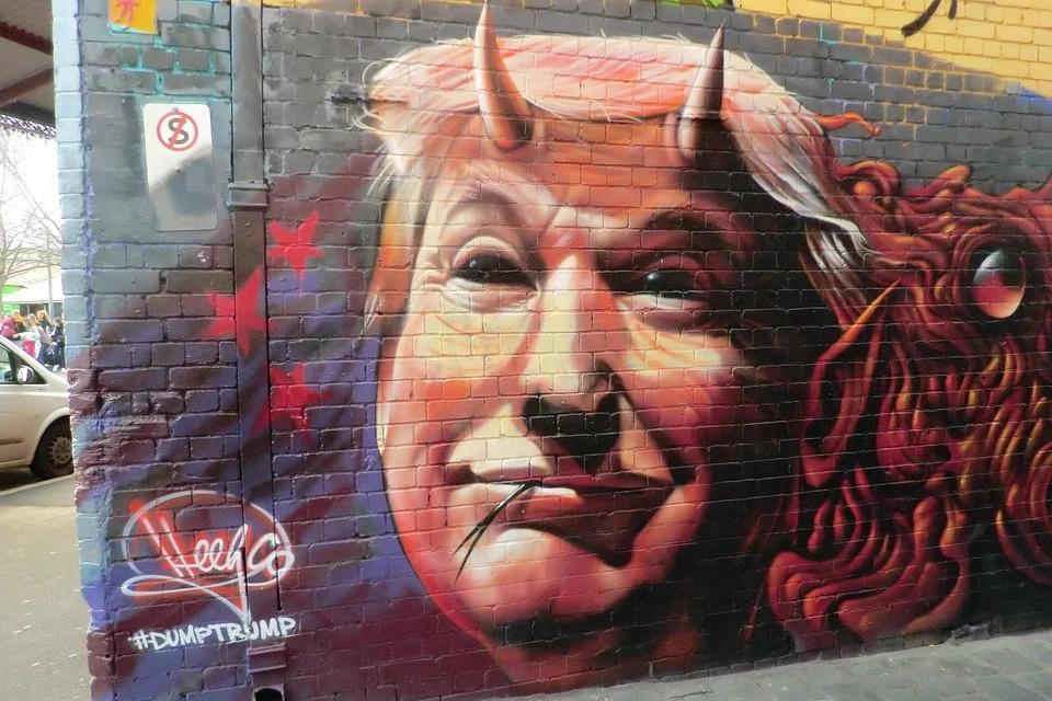 Graffiti von Donald Trump mit Teufelshörnern